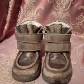 качествение кожение батинки есть нюансик на последнее фото при носке совсем не заметен