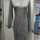 Приталенное платье с молнией на спине. Красивая мраморная расцветка.