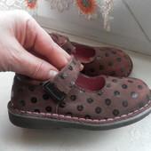 Кожаные туфли на девочку состояние очень хорошее