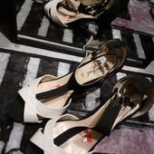Классные черно бежевые босоножки на каблуке очень стильные