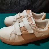 Белые кроссовки Walkx, разм. 35 (22,5 см внутри). Сост. хорошее!
