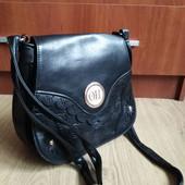 Качественная сумка кроссбоди, застегивается надежно, довольно вместительная.