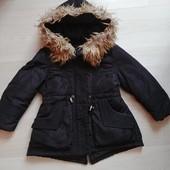 Классная курточка парка на 4-5 лет в очень хорошем состоянии
