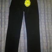 Новые отличные красивые и к тому же теплые брюки для девочки на рост 134.