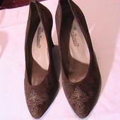 УП скидка 10%!! красивые нарядные туфли лодочки 37р замша светло-коричневая