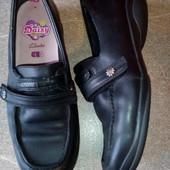 Кожаные школьные туфельки √√ Clarks Daisy ,полнота F ,отличное качество.