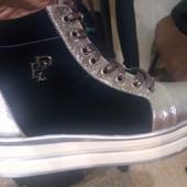 Кожаные демисезонные ботинки 39 размер 25 см стелька цвет серебро