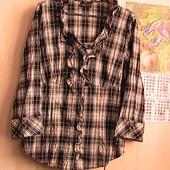 скидка на УП 10%!! отличная рубашка с рюшами хлопок стрейч - пог 48 см
