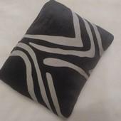 Декоративная подушка 40х50 см( наволочка снимается, подушка перьевая)
