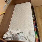 Отличная кровать почти новая ! 6 мес б/у . Кровать +матрас, наматрасник , постель 200/90