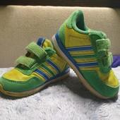 Легкие и удобные кроссовки Adidas, размер 20, длина стельки 12,5 см.