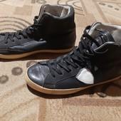 Фирменные кожаные ботиночки.