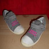 SuperFit кожа(замшевые)кроссовки.размер 30.стелька 18.5 см.в хорошем состоянии.Оригинал!