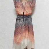 Очень красивое фирменное лёгкое платье р.42/44.В состоянии новой вещи. Ткань шелк.