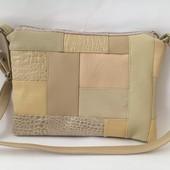 Комбинированная бежевая сумка на длинном ремешке