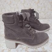 Шкіра замш черевичкі бренда Tamaris,стан нових,р 38 ст 24.5 см,утеплені