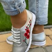 Классные и стильные кроссовки!