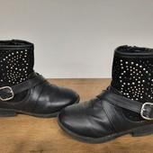 Утепленные сапоги ботинки деми для девочки в очень хорошем состоянии,16 см