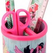 Набор: металлический стакан настольный круглый с наполнением (карандаши, линейка, ножницы)LP Kite.