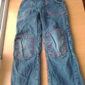 Классные детские джинсы на трикотажной подклатке,состояние хорошее,р.110-116 на 4-5 лет