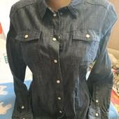 Джинсовая рубашка синего цвета на М