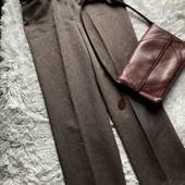 Стильные теплые брюки свободного кроя на высокой посадке