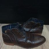 Ботинки із натуральної шкіри,мають підкладку 43 рр і устілка 29 см
