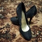 Дві пари черевичок