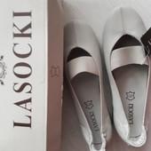 Новые светло бежевые туфли,мокасины от Lasocki, размер 36