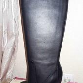 Шикарные кожаные высокие сапоги.39р