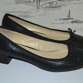 Фірмові туфлі . натуральна шкіра 37 розмір