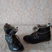 Шкіряні черевичкі бренда Landrover,р 38 ст 24 см,гарний стан