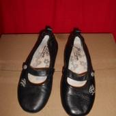 Tommy Hilfiger кожаные балетки.размер 34.стелька 20.5 см.в хорошем состоянии.