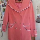 Обалденные деми пальто персикового цвета р50.