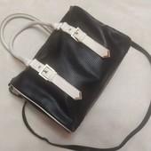 Стильная сумка отличного качества в чёрно-белом цвете