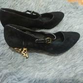 Новые замшевые туфли размер 41