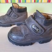 Демисезонные стильные кожаные ботиночки, размер 20, внешняя стелька 14 см