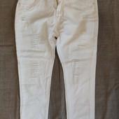 Р 40. Новые молочные джинсы с декоративными потёртостями. От китайского бренда Shane.