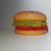 Игрушка Гамбургер с пищалкой, также можно детям
