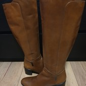 Високі чоботи із натуральної шкіри зовні і всередині 41 рр і устілка 27,5 см з носиком.