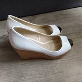 Фирменные туфли с открытыми пальчиками р.36-37 в отличном состоянии
