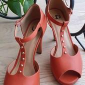 Яркие праздничные туфли. Колодка супер удобная.