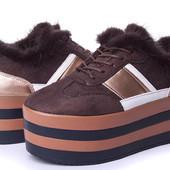 Замечательные ботинки - кроссовки на высокой подошве