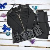 Черный брючный костюм с элементами экокожи