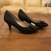 Просто ідеальні туфельки для тендітної ніжки 37 р остання пара