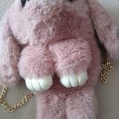 Большой меховой Кролик - рюкзак.