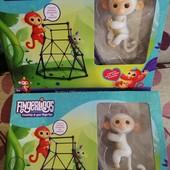 Интерактивная обезьянка Fingerlings с игровой площадкой