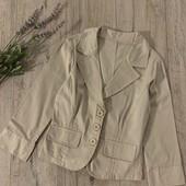 Пиджак для девочки от 8-10 лет. В отличном состоянии.