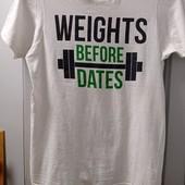 Фирменная футболочка, оригинал, 100 % коттон, приятная к телу. Р-р S. Состояние отличное.