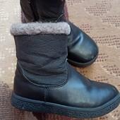 Фирменный кожаные сапожки для девочки, натуральная овчина. 27р